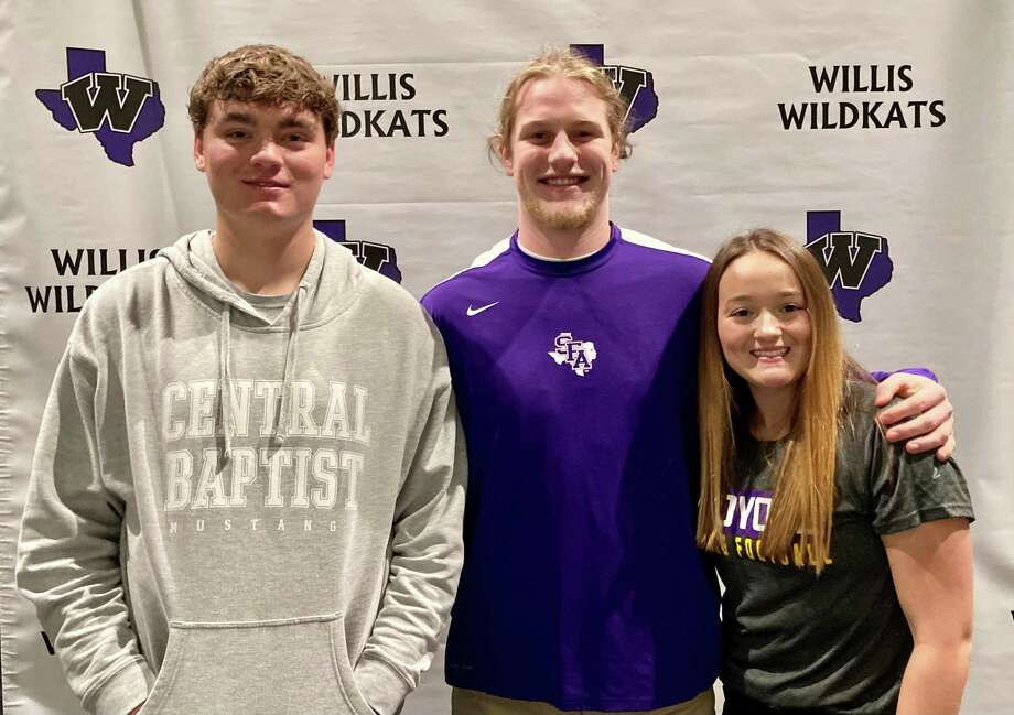 From left, Heath Truett, Andy Parker and Emilee Buhl all take part in a signing ceremony at Willis High School on Feb. 11, 2021. Photo: Justin Maskulinski / Staff Writer