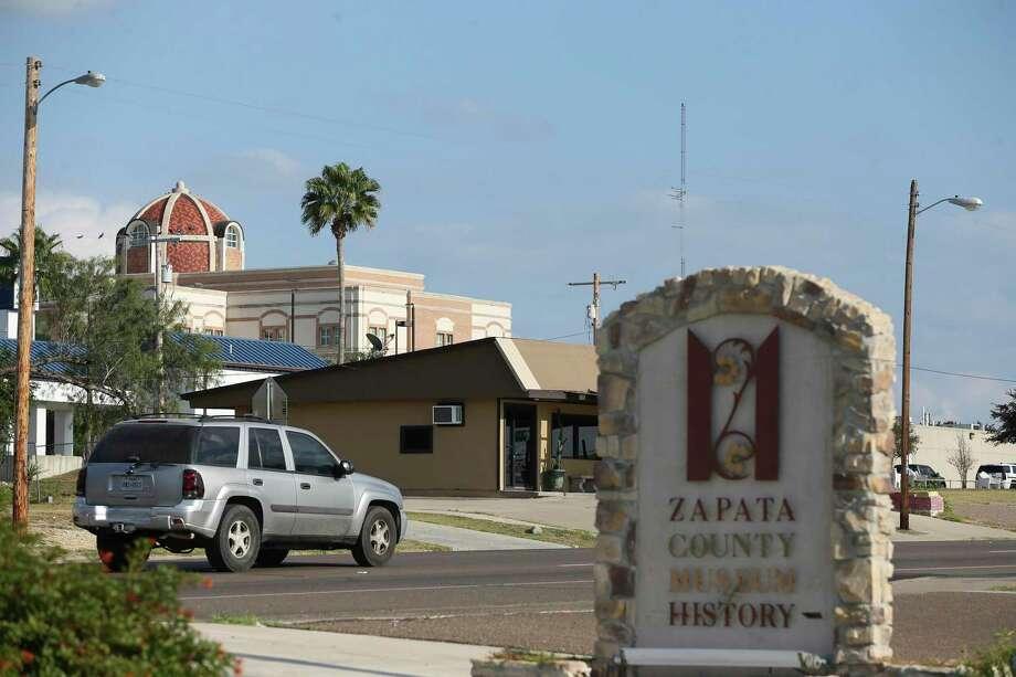 Traffic moves along U.S. 83 through Zapata, Texas, Wednesday, Nov. 11, 2020. Photo: Jerry Lara /San Antonio Express-News / **MANDATORY CREDIT FOR PHOTOG AND SAN ANTONIO EXPRESS-NEWS/NO SALES/MAGS OUT/TV   © 2019 San Antonio Express-News