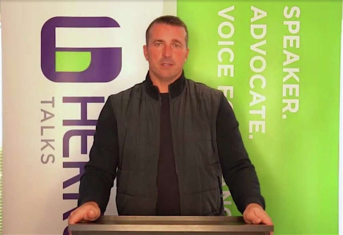 Former NBA player Chris Herren talked with the Darien community on Wednesday, Feb. 11 about his addiction and recovery. Liberation Programs John Hamilton moderated the interview/talk.