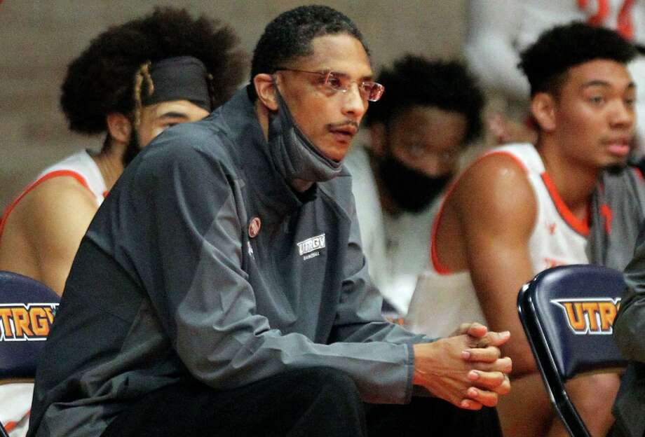 Texas Rio Grande Valley coach Lew Hill, coaching against Dixie State on Jan. 16, died on Feb. 7 from amyloidosis, a rare bone marrow disorder. Photo: Delcia Lopez, MBI / Associated Press / The Monitor