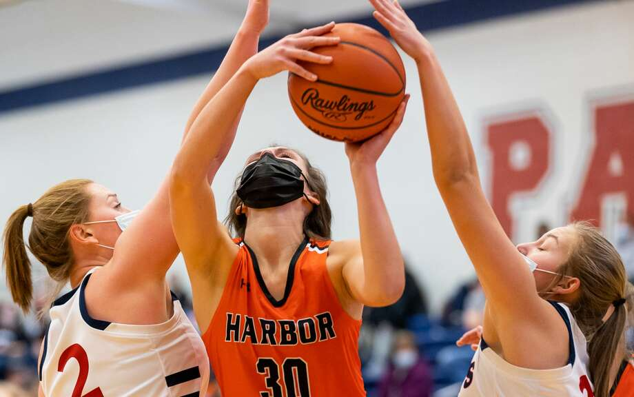 The Unionville-Sebewaing girls basketball team held off visiting Harbor Beach on Thursday night for a 24-23 victory in the season opener for both teams. Photo: Quad N Productions For The Tribune / copyrighted