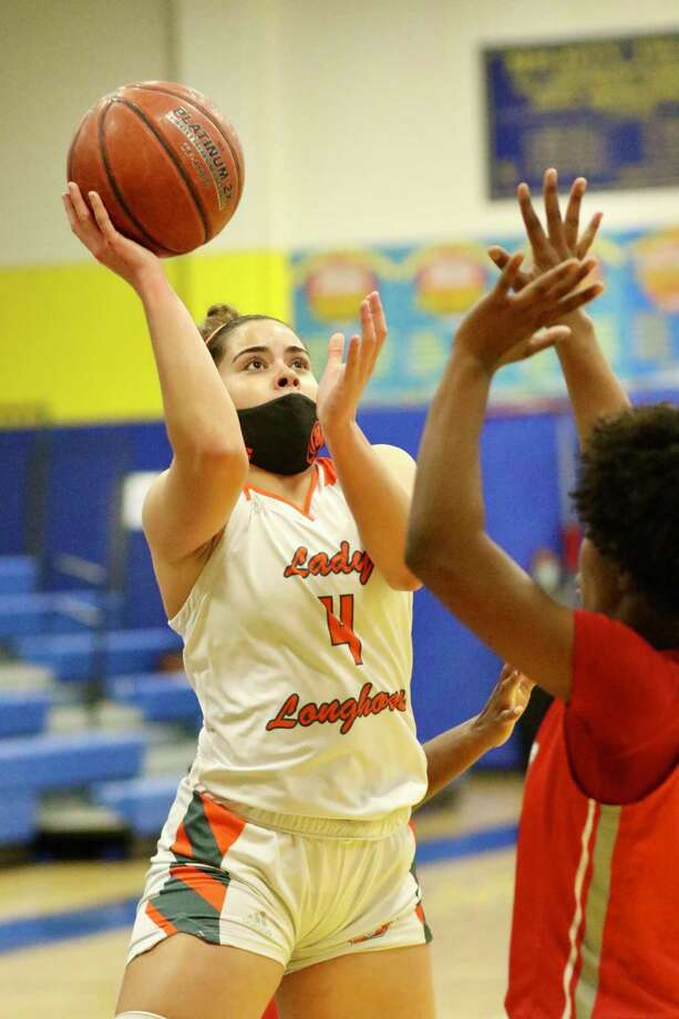 Evelyn Quiroz led United with 14 points in a 68-66 win Thursday over Taft to open the postseason. Photo: Clara Sandoval /Laredo Morning Times