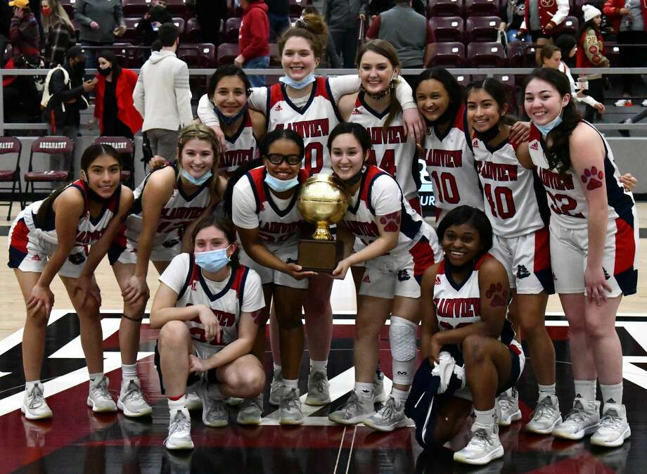 The Plainview Lady Bulldogs rolled to a 73-46 win over Lubbock Coronado on Friday at Abernathy to win the Class 5A girls basketball bi-district title. Photo: Nathan Giese/Planview Herald