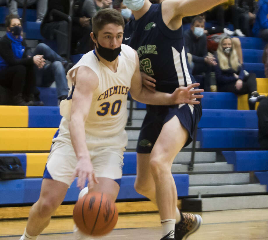 Midland High's Drew Barrie drives toward the basket during Tuesday's game against Saginaw Heritage. Photo: Daily News File Photo