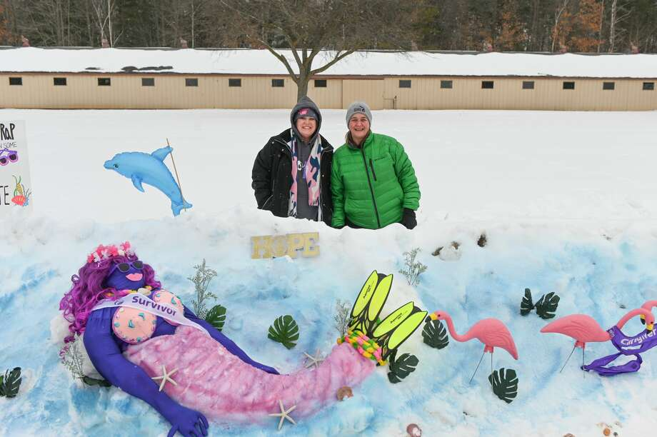 """Jen Barnes, Tammy Potter, Tammy Yascolt and Pat Carey of """"Team Cure"""" worked to create a beach scene during a Relay for Life snowman building contest Saturday, Feb. 13, 2021 at the Midland County Fairgrounds. (Adam Ferman/for the Daily News) Photo: (Adam Ferman/for The Daily News)"""