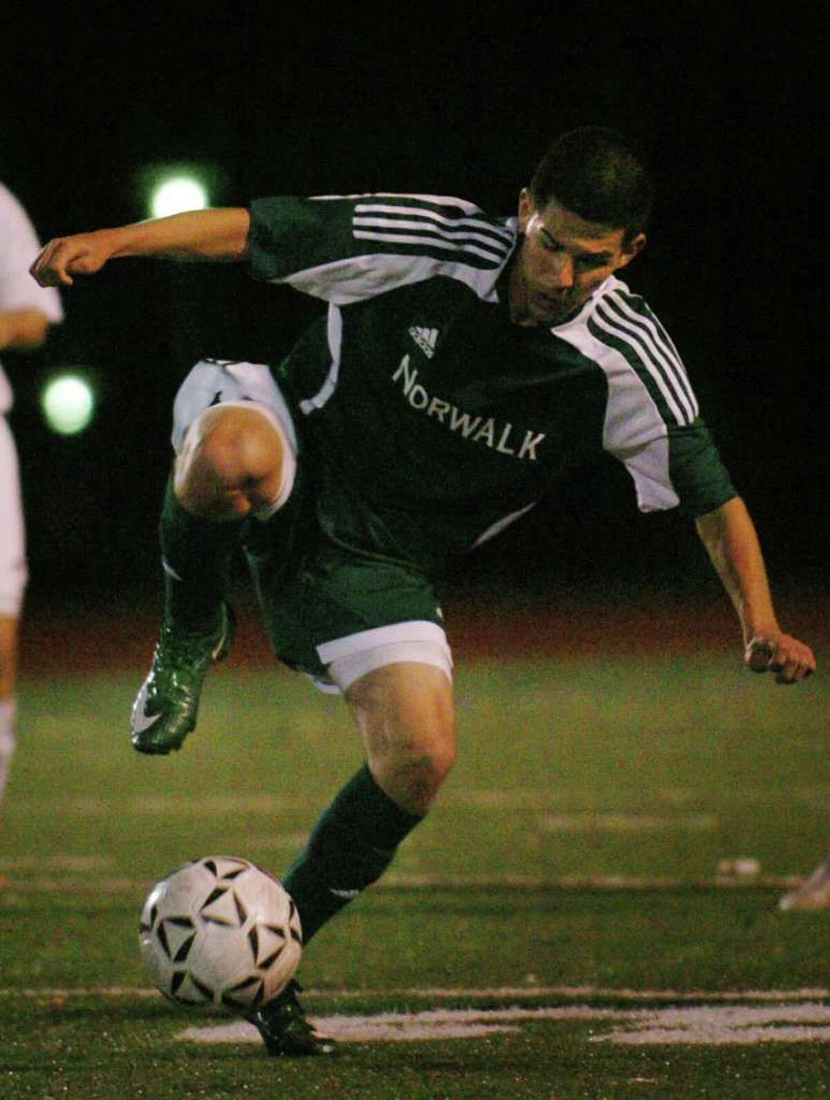 Norwalk's Andres Torres plays the ball during the 2008 FCIAC soccer semifinals at Ludlowe High School in Fairfield.