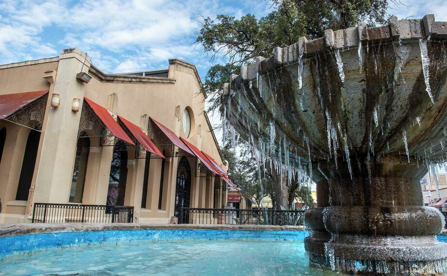 Fountains outside the Laredo Center for the Arts partially freeze, Monday, Feb. 15, 2021, as Laredo experiences temperatures in the low 20s following a winter storm. Photo: Danny Zaragoza, Staff Photographer / Laredo Morning Times