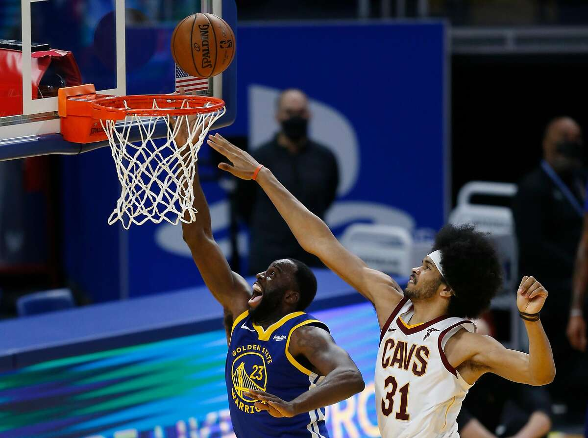 SAN FRANCISCO, CALIFORNIA - FEBRUARY 15: Draymond Green #23 of the Golden State Warriors goes to the basket against Jarrett Allen #31 of the Cleveland Cavaliers in the third quarter at Chase Center on February 15, 2021 in San Francisco, California. NOTE TO USER: User expressly acknowledges and agrees that, by downloading and/or using this photograph, user is consenting to the terms and conditions of the Getty Images License Agreement. (Photo by Lachlan Cunningham/Getty Images)