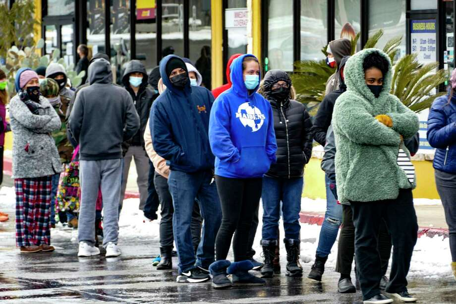 Hundreds of San Antonians stand in line to enter the H-E-B at West Avenue and Blanco Road at noon on Tuesday, Feb. 16, 2021, after snow and freezing temperatures caused the closing the the store chain and most businesses. Photo: Billy Calzada / `