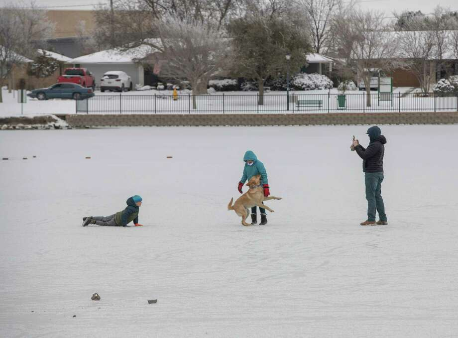 Midlanders venture out onto Wadley Barron Pond 02/16/2021 after the pond froze over. Tim Fischer/Reporter-Telegram Photo: Tim Fischer, Midland Reporter-Telegram