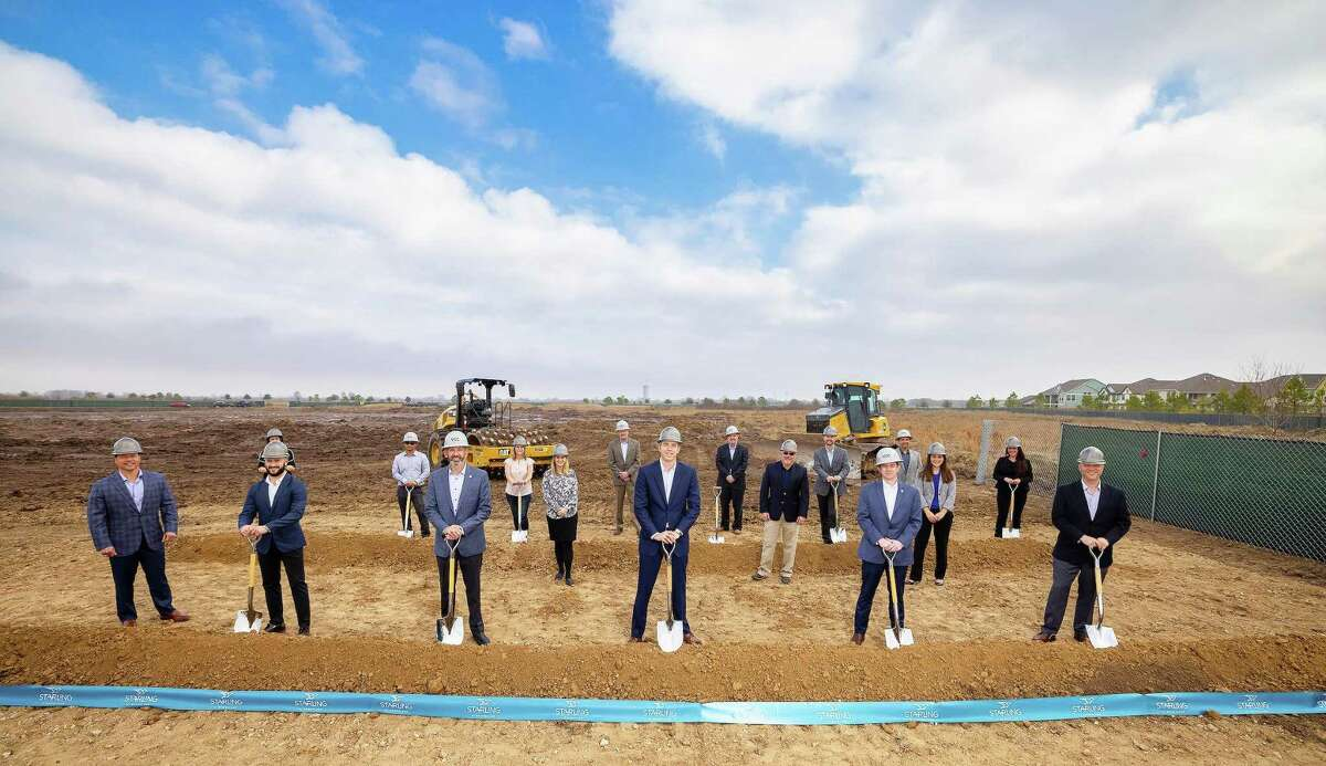 Representatives from The Howard Hughes Corporation® (NYSE: HHC) and VCC, the construction manager on the project, turned the dirt on Starling at Bridgeland marking yet another milestone for the celebrated community. Front row, from left, Heath Melton, Brandon Hinman, Ryan McClendon, Jim Carman, Luke Tyler and Travis Guinn. Middle row, from left, Kim Phillips, Dan Kolkhorst and Kallie Hodge. Back row, from left Lona Shipp, Chan Keo, Tricia Brasseaux, Tim Gullick, Duane Gilley, Mark Gehringer, Bill Lane and Crystal Bledsoe.