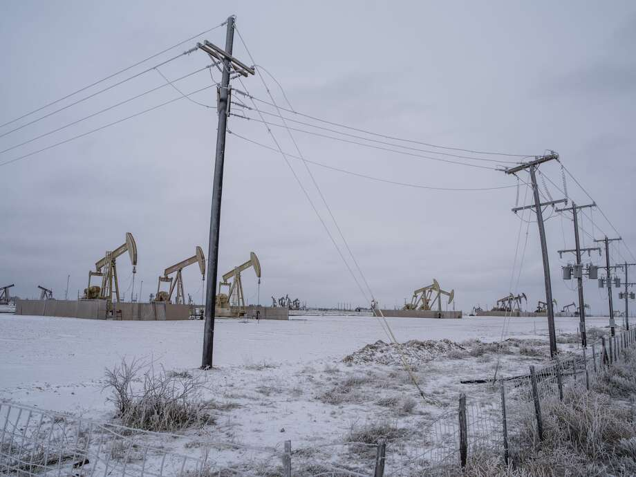 Pump jacks operate in the Permian Basin in Midland, Texas, U.S, on Saturday, Feb. 13, 2021. The arctic freeze gripping the central U.S. is raising the specter of power outages in Texas and ratcheting up pressure on energy prices already trading at unprecedented levels. Photographer: Matthew Busch/Bloomberg Photo: Matthew Busch/Bloomberg / © 2021 Bloomberg Finance LP