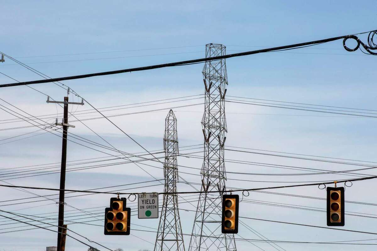 Power has come back for most Houston and Texas customers Thursday morning.