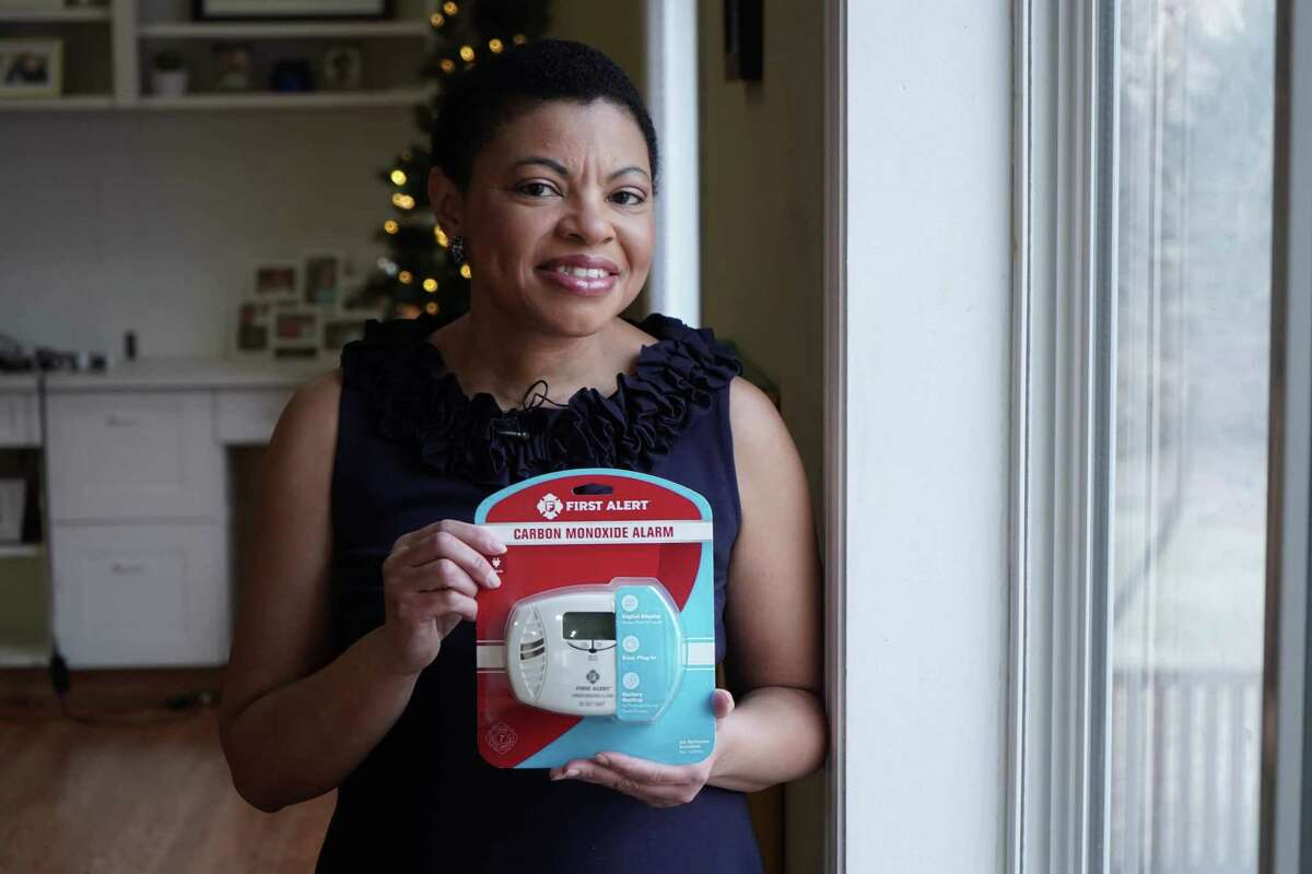 Sheletta Brundidge, a Fifth Ward native who now lives in Minnesota, packed up hundreds of carbon monoxide detectors with her four children to donate Houston families caught off-guard by the chilly weather.
