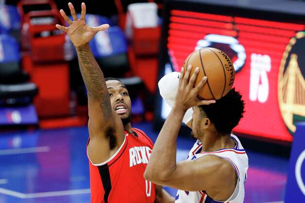 PHILADELPHIA, PENNSYLVANIA - FEBRUARY 17: Sterling Brown #0 of the Houston Rockets guards Tobias Harris #12 of the Philadelphia 76ers during the third quarter at Wells Fargo Center on February 17, 2021 in Philadelphia, Pennsylvania. NOTE TO USER: User expressly acknowledges and agrees that, by downloading and or using this photograph, User is consenting to the terms and conditions of the Getty Images License Agreement. Photo: Tim Nwachukwu, Getty Images / 2021 Getty Images