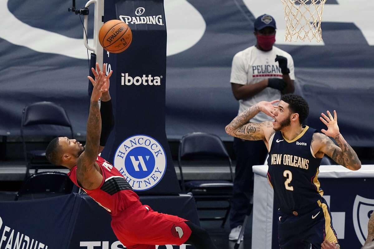 Damian Lillard shoots the go-ahead basket over Pelicans guard Lonzo Ball during the Trail Blazers' 126-124 win in New Orleans.