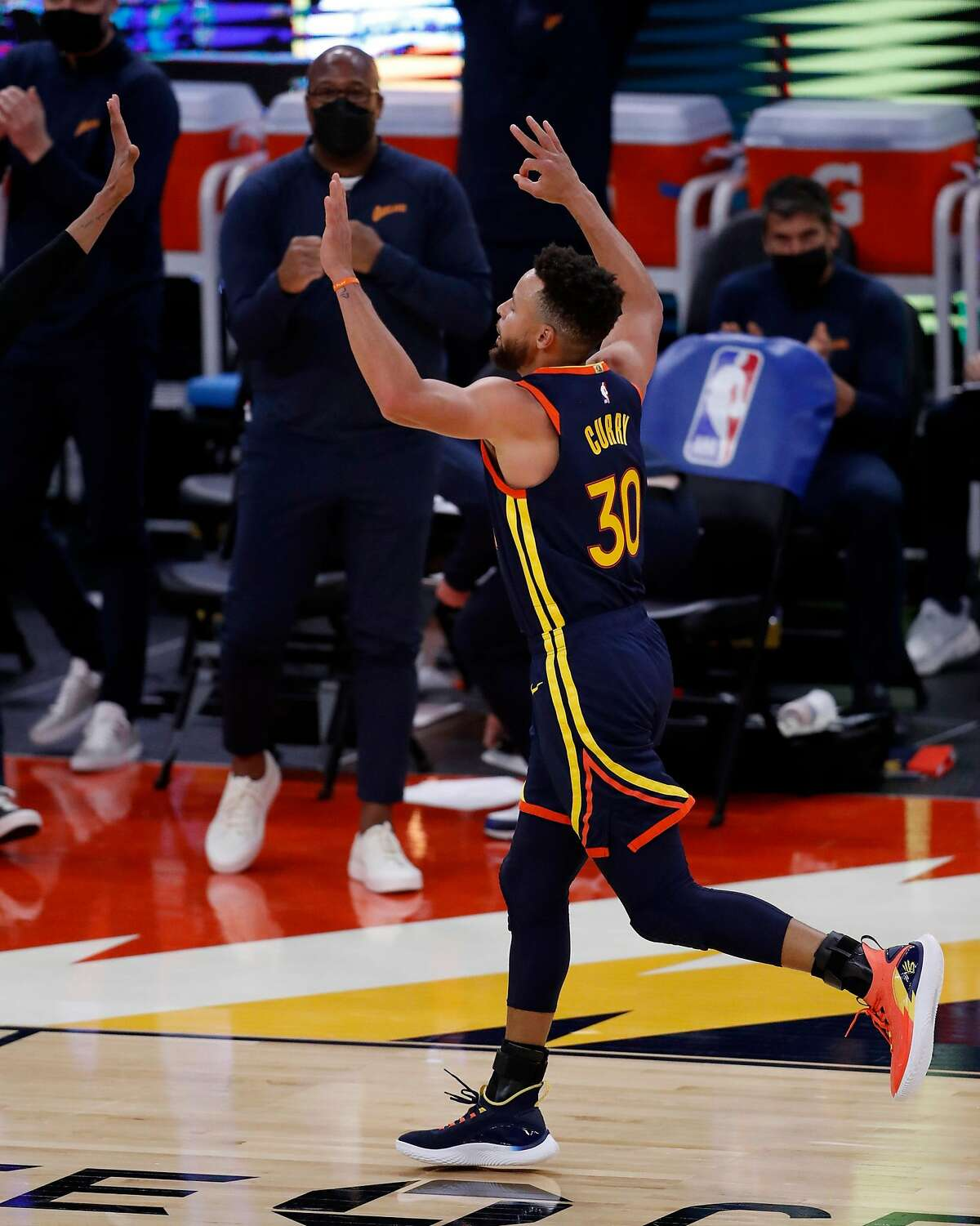 Stephen Curry had one of the worst shooting nights of his career, but got plenty of help before turning it on in overtime as the Warriors beat the Heat on Wednesday night at Chase Center.