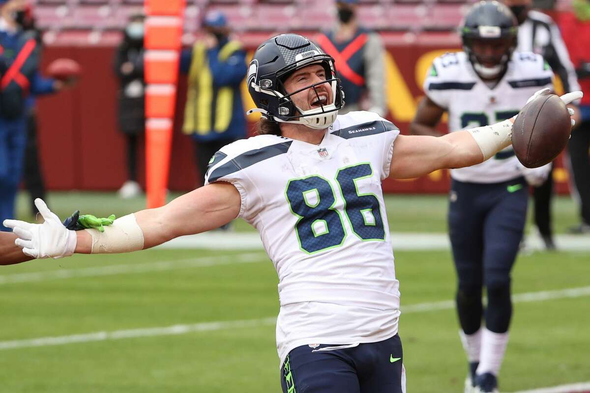 LANDOVER, MARYLAND - DECEMBER 20: Tight end Jacob Hollister #86 of the Seattle Seahawks celebrates his touchdown against the Washington Football Team at FedExField on December 20, 2020 in Landover, Maryland. (Photo by Patrick Smith/Getty Images)