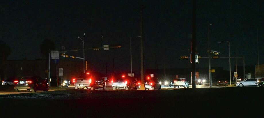 Motorists navigate through the Arkansas Avenue and East Saunders Street intersection during a black out affecting multiple parts of Laredo, Monday, Feb. 15, 2021, as Laredo experiences freezing temperatures following a winter storm. Photo: Danny Zaragoza, Staff Photographer / Laredo Morning Times