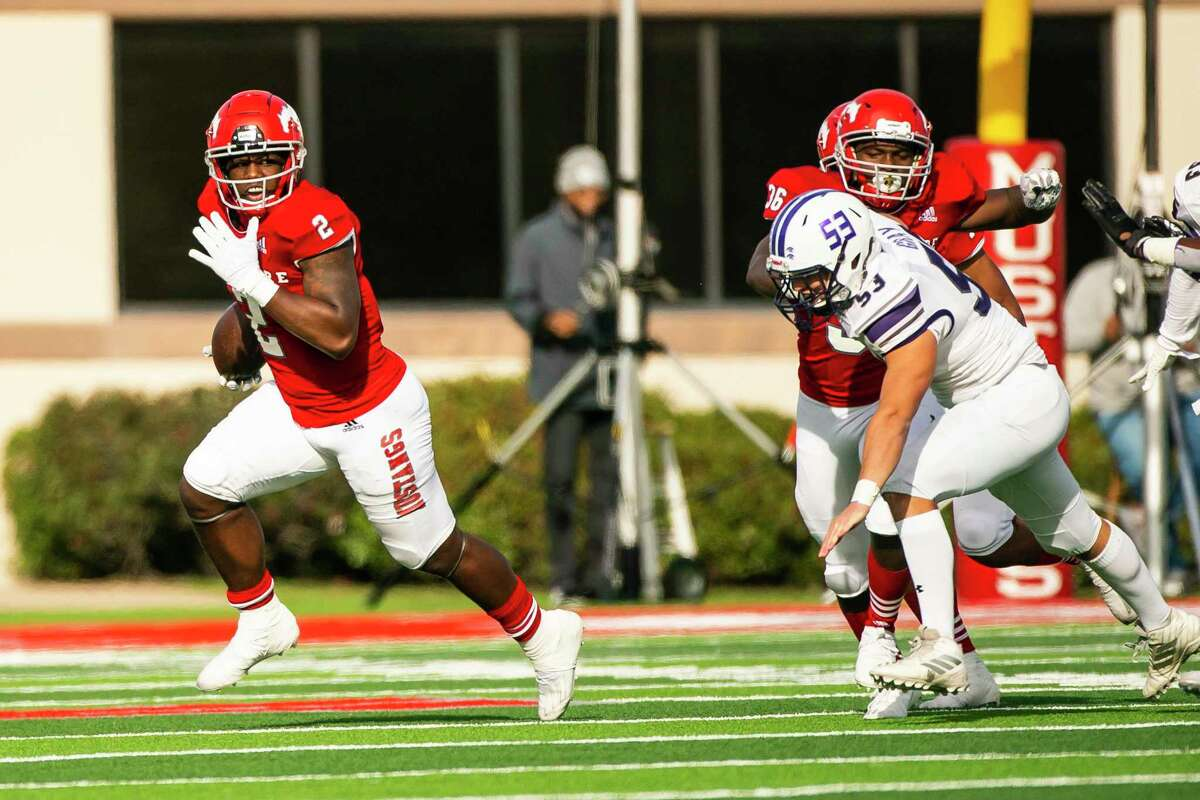 North Shore wide receiver Shadrach Banks (2) runs during a game between North Shore High School and Ridge Point High School on Friday, Jan. 1, 2021, at the Galena Park ISD Stadium in Galena Park, TX.