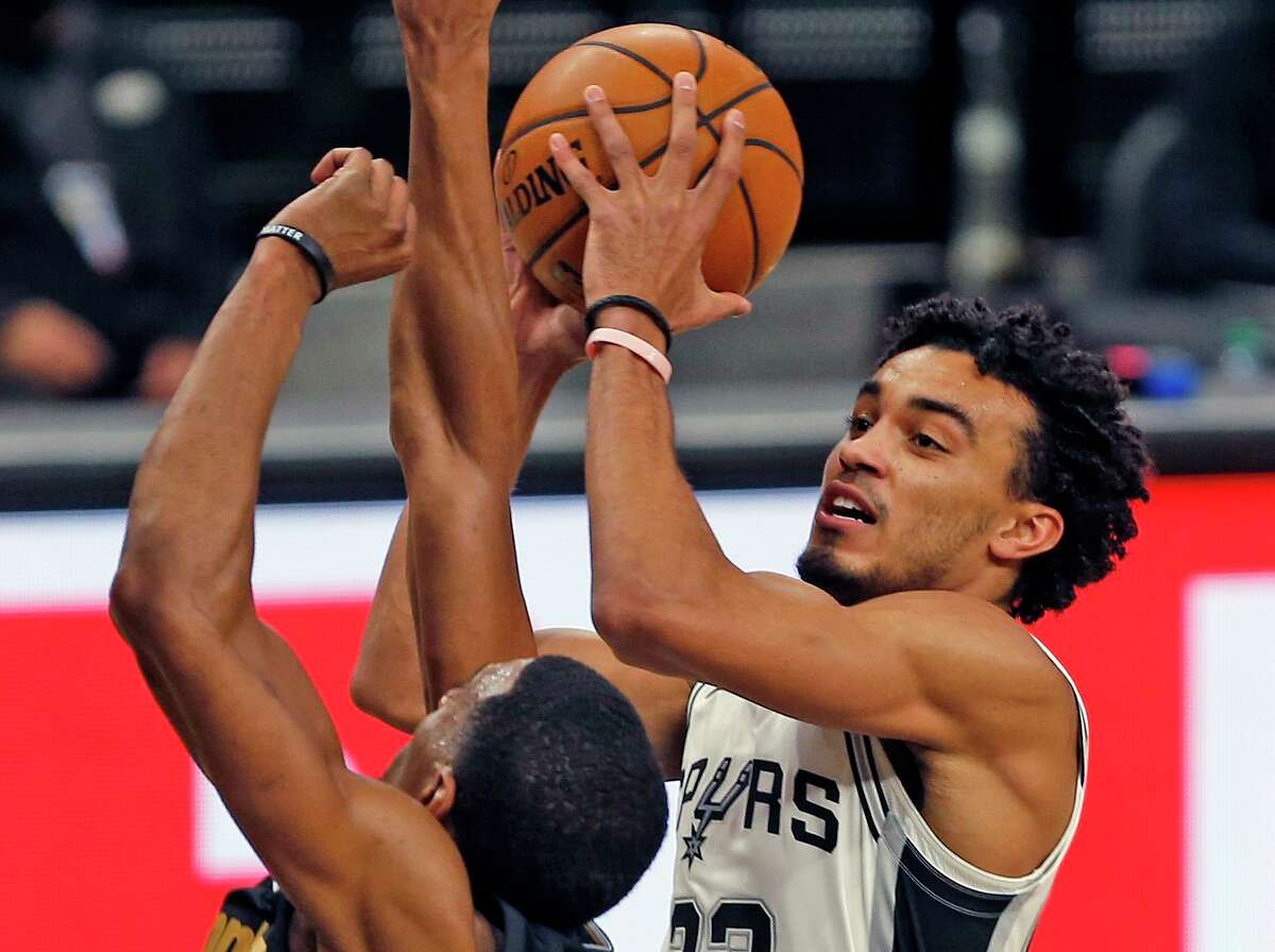 SAN ANTONIO, TX - JANUARY 30: Tre Jones #33 of the San Antonio Spurs drives for two against the Memphis Grizzlies at AT&T Center on January 30, 2021 in San Antonio, Texas. NOTE TO USER: User expressly acknowledges and agrees that , by downloading and or using this photograph, User is consenting to the terms and conditions of the Getty Images License Agreement. (Photo by Ronald Cortes/Getty Images)
