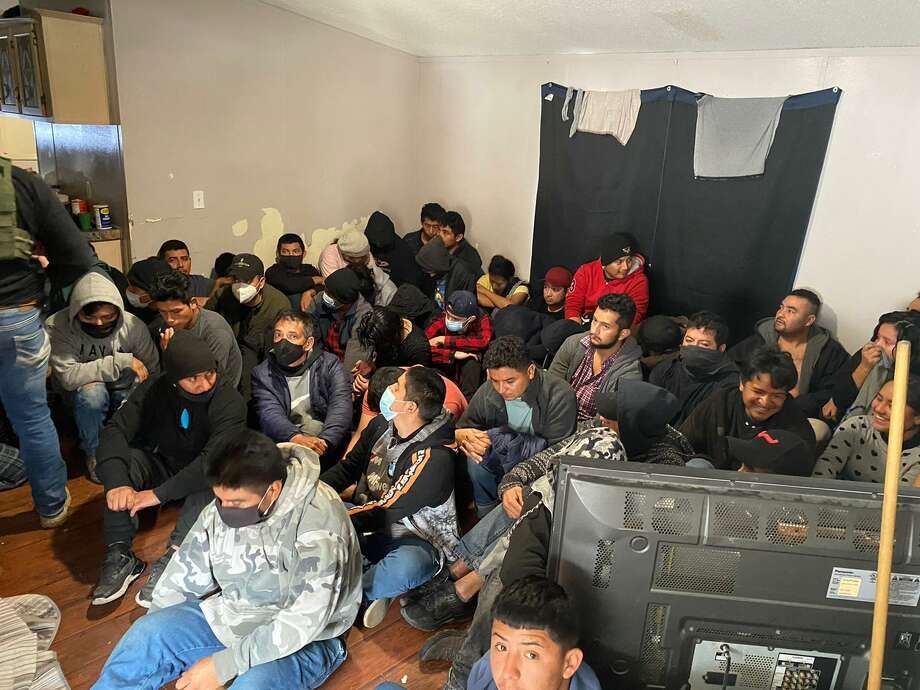 Laredo police and the U.S. Border Patrol rescued more than 100 immigrants from a mobile home in the Cheyenne Subdivision on Thursday. Photo: Courtesy Photo /Laredo Police Department