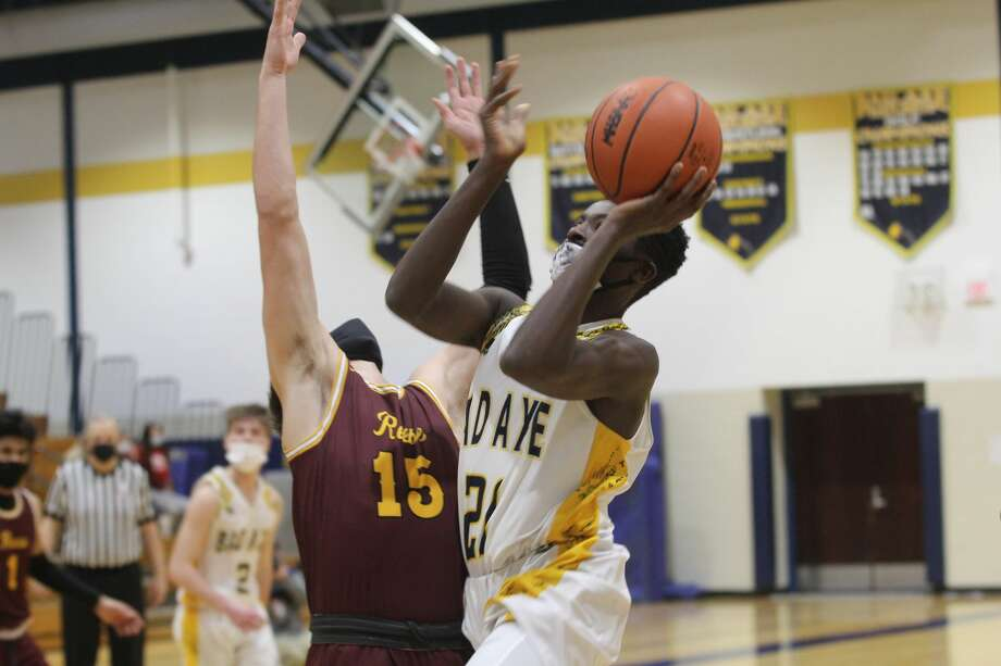 Bad Axe's DeCarlos Sageman drives to the basket against a Reese defender on Thursday night. Reese topped Bad Axe, 65-53. Photo: Mark Birdsall