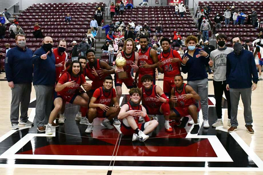 The Plainview boys basketball team defeated Lubbock Monterey 65-57 on Thursday night at Abernathy in a Class 5A bi-district playoff game. Photo: Nathan Giese/Planview Herald
