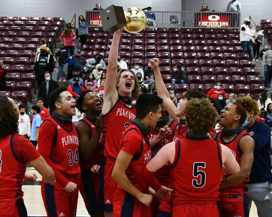 Plainview celebrates its first bi-district title since 2016 after beating Lubbock Monterey 65-57 on Thursday at Abernathy. Photo: Nathan Giese/Planview Herald