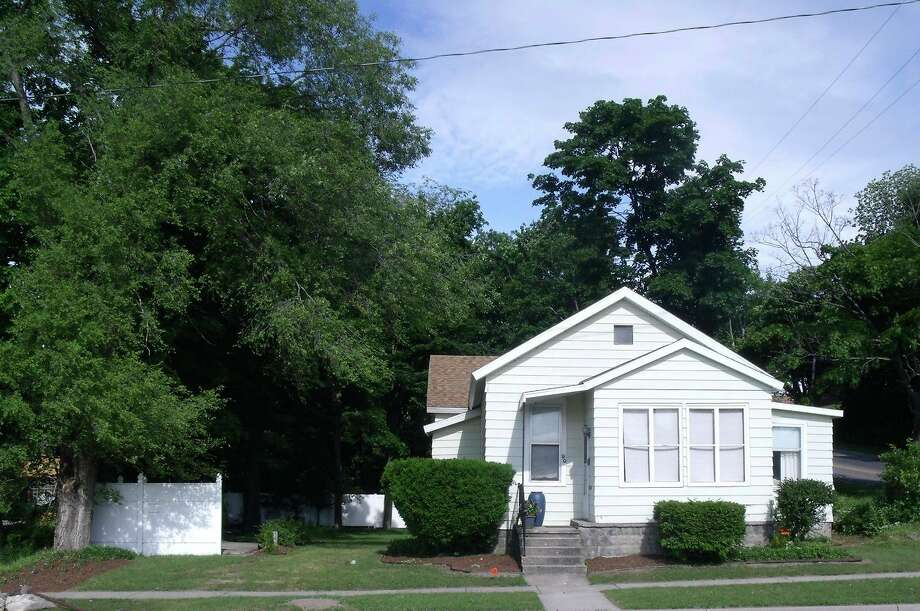 Annie Mae and Raymond A. Smith moved to Manistee in 1932; theywere a part of the Greatest Migration in the United States.In 1935 they purchased a house at 99 Pine St. in Manistee for $550; the house still stands today. (Courtesy photo)