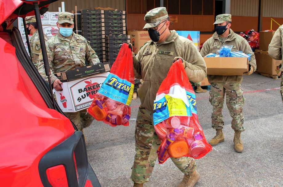 Members of the Texas National Guard help the South Texas Food Bank distribute food to Laredoans affected by the extreme cold and power outages on Thursday, Feb. 18, 2021 at the STFB facility. Photo: Danny Zaragoza / Laredo Morning Times