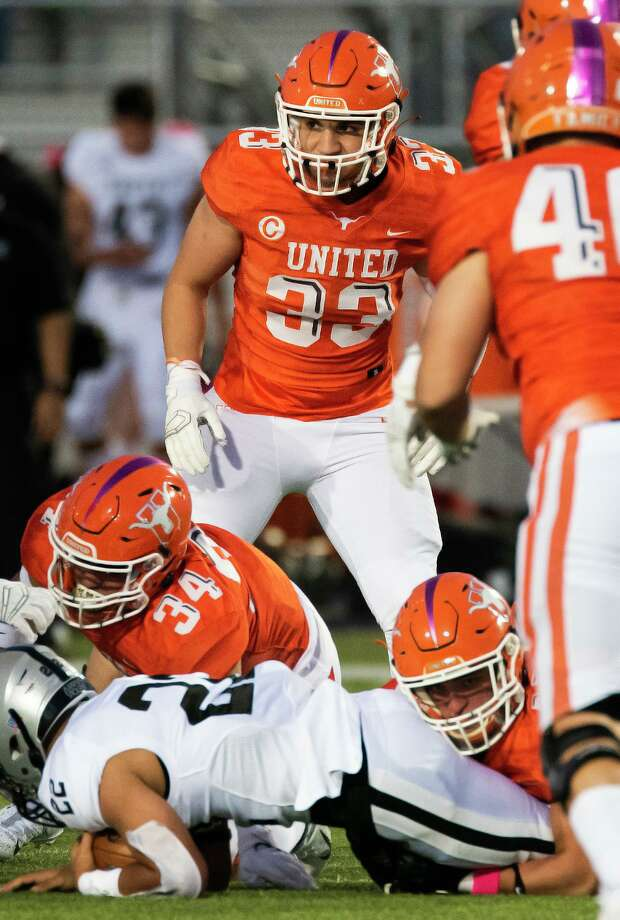 United's Derek Ramos (33) finished with 32 tackles, seven tackles for loss and 6.5 sacks in seven games this season. Photo: Danny Zaragoza /Laredo Morning Times
