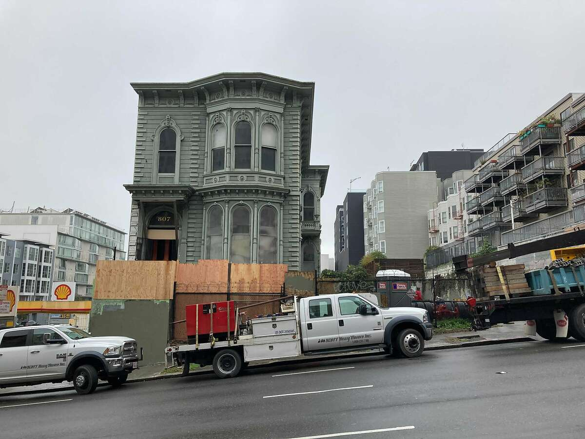 House movers prepare to relocate an historic San Francisco Victorian from Franklin and Turk streets to Fulton Street.