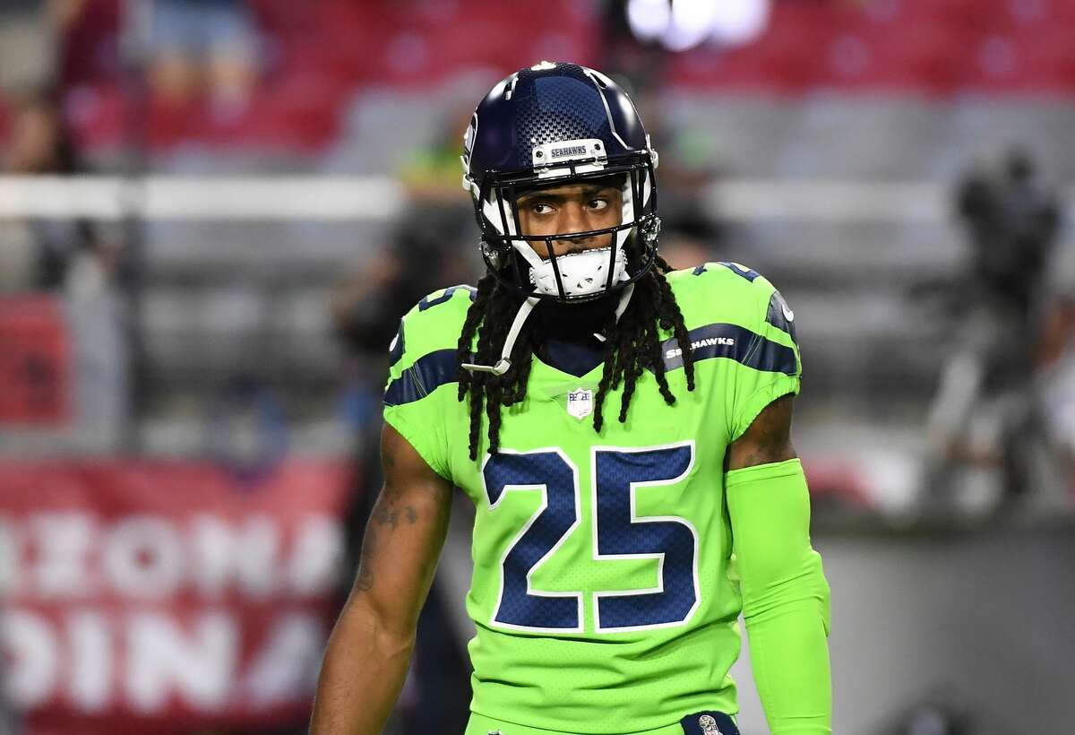 GLENDALE, AZ - NOVEMBER 09: Richard Sherman #25 of the Seattle Seahawks prepares for a game against the Arizona Cardinals at University of Phoenix Stadium on November 9, 2017 in Glendale, Arizona. (Photo by Norm Hall/Getty Images)