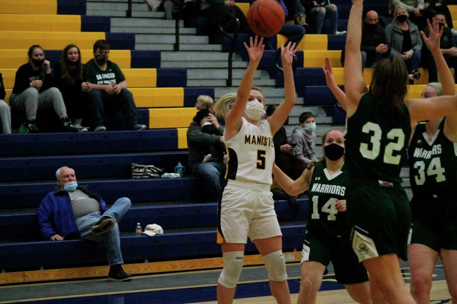Manistee's Ashtyn Janis takes an outside jumper during Manistee's home game on Feb. 19. (Robert Myers/News Advocate)
