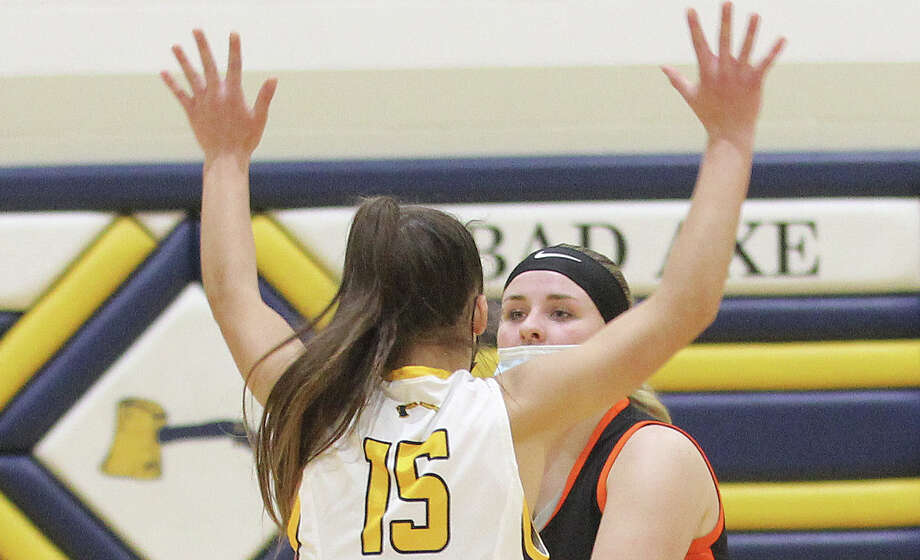The Bad Axe girls basketball team shook off a tough loss to Reese earlier in the week to earn a 36-14 win over Vassar on Friday night. Photo: Mark Birdsall/Huron Daily Tribune