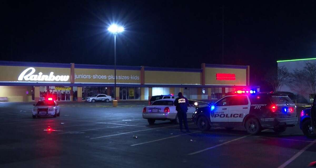 HPD investigates a fatal double shooting early Saturday at the Ojos Locos Sports Cantina in northeast Houston.