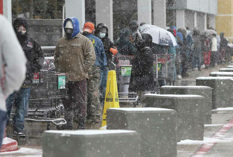 People wait in line to shop at an H-E-B at Wurzbach Road during another day of icy weather on Thursday. Items like milk, eggs and meats were not available and bottled water was limited. Photo: Kin Man Hui /Staff Photographer / **MANDATORY CREDIT FOR PHOTOGRAPHER AND SAN ANTONIO EXPRESS-NEWS/NO SALES/MAGS OUT/ TV OUT