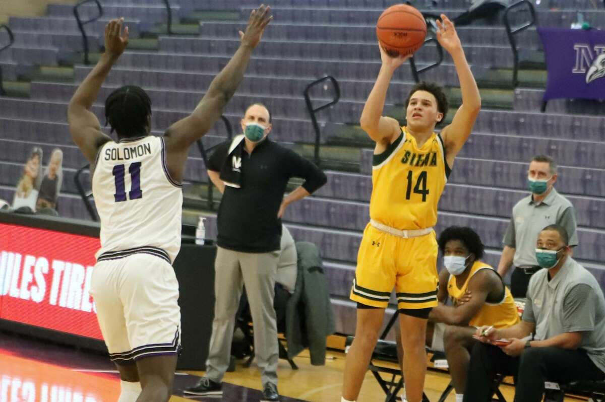 Siena's Jordan King attempts a shot against Niagara during their MAAC game on Saturday, Feb. 20, 2021, at Gallagher Center. King entered the NCAA transfer portal on Thursday.