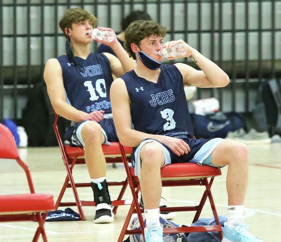 Jersey's Cole Spencer (3) and Logan Schultz (10) go to the water bottle during a timeout for a mask break during a Feb. 5 game at Chatham Glenwood. The Panthers were home Saturday and lost a MVC game to Mascoutah. Photo: Greg Shashack / The Telegraph