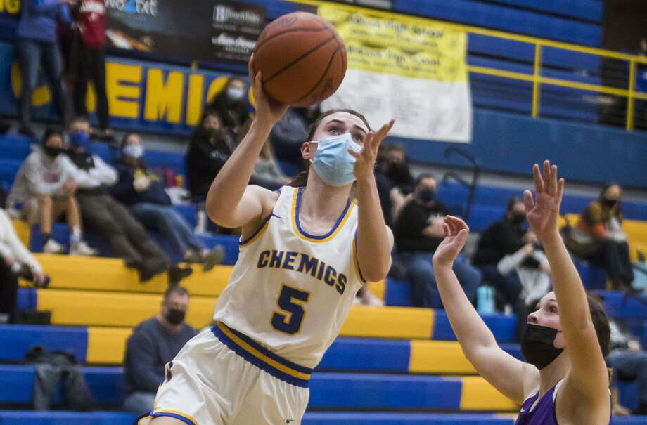 Midland High's Olivia Carpenter takes it to the rim against Bay City Central on Tuesday, Feb. 16, 2021 in this Daily News file photo. Carpenter had 18 points Saturday as the Chemics beat BCC for the second time in five days. Photo: Daily News File Photo