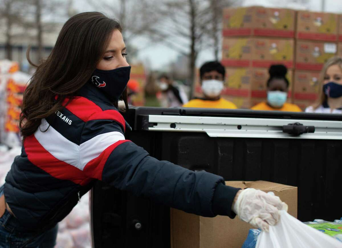 Texans' Hannah McNair distribute supplies during the Neighborhood Super Site food distribution event organized by the Houston Food Bank and HISD, Sunday, Feb. 21, 2021, in Houston.