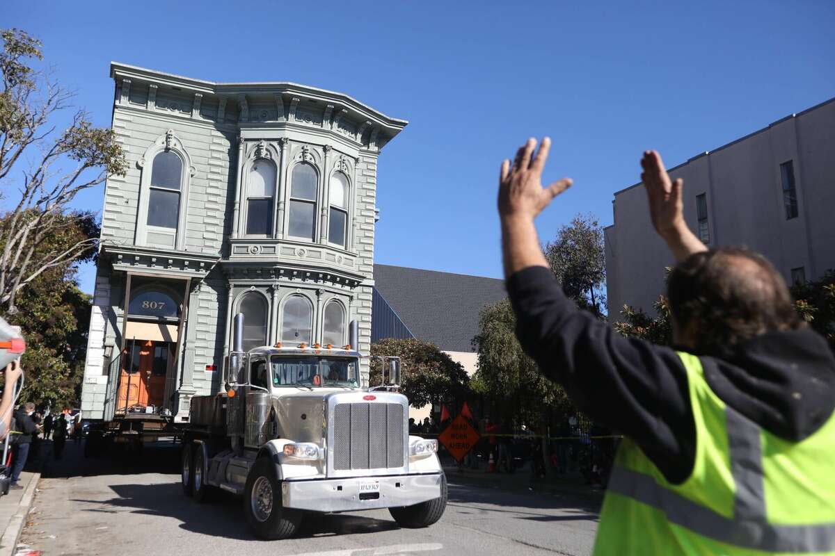 The Victorian home at 807 Franklin Street being moved to its new location at 635 Fulton Street in San Francisco.