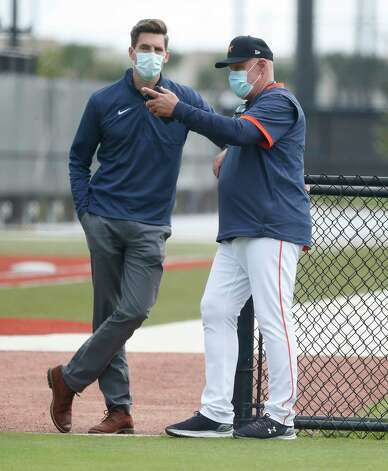 Houston Astros pitching coach Brent Strom talks with Assistant General Manager Pete Putila during the first full squad workouts for the Astros, in West Palm Beach, Florida, Monday, February 22, 2021. Photo: Karen Warren, Staff Photographer / @2021 Houston Chronicle