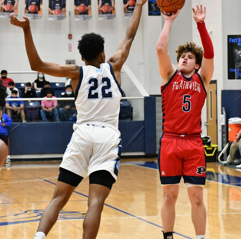 Senior Austin Hauk closed his career with a 20-point effort for the Bulldogs in their 79-67 loss to El Paso Chapin in the area round of the Class 5A boys basketball playoffs on Monday at Fort Stockton. Photo: Nathan Giese/Planview Herald