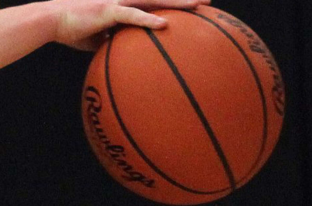 The Ubly boys basketball team extended its winning streak to 10 games on Wednesday night, beating the visiting Brown City Green Devils, 48-42.