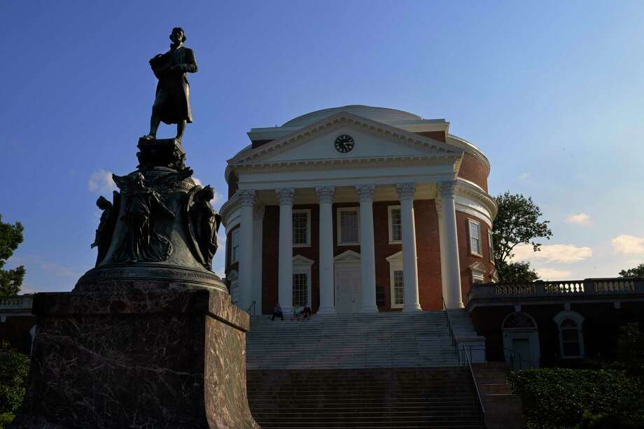 A statue of Thomas Jefferson stands in front of the Rotunda at the University of Virginia in Charlottesville. Photo: Washington Post Photo By John McDonnell. / The Washington Post
