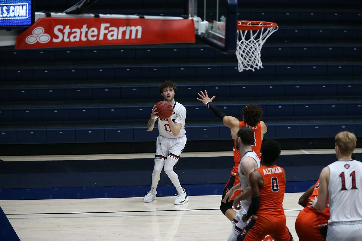 St. Mary's Logan Johnson lines up a 3-point try against Pepperdine. He had a team-high 19 points.