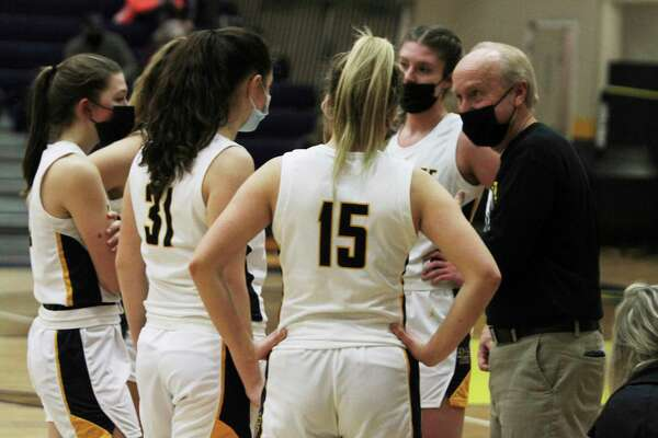 Kenn Kott talks to his team in the huddle Monday night. (Dylan Savela/News Advocate)