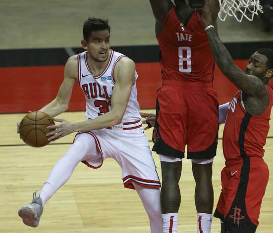 Chicago Bulls guard Tomas Satoransky (31) makes a pass under the basket during the thid quarter of a NBA game against the Houston Rockets Monday, Feb. 22, 2021, at Toyota Center in Houston. Photo: Yi-Chin Lee/Staff Photographer / © 2021 Houston Chronicle